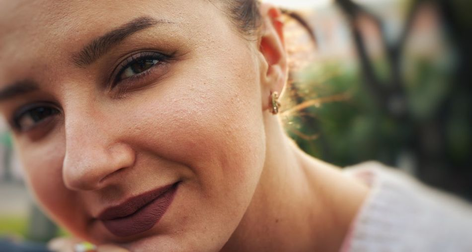 Only Women One Woman Only Headshot Close-up One Person Portrait Human Body Part Human Face Beautiful Woman Human Skin Beauty Women One Young Woman Only Real People Real Life Happiness Smiling Streetphotography Lifestyles