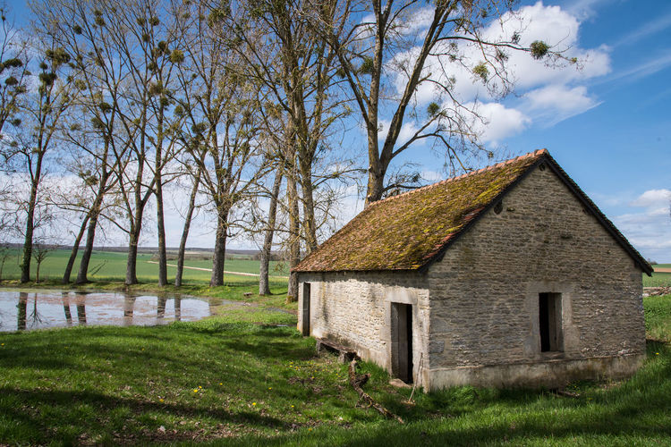Abandoned Architecture Country Countryside Grass Greenery Old The Past Tree Winter Laundry Laundry Area Plant Built Structure Sky Building Nature Building Exterior No People Day Water House Cloud - Sky Landscape Land Green Color Field Tranquility Beauty In Nature Outdoors Cottage