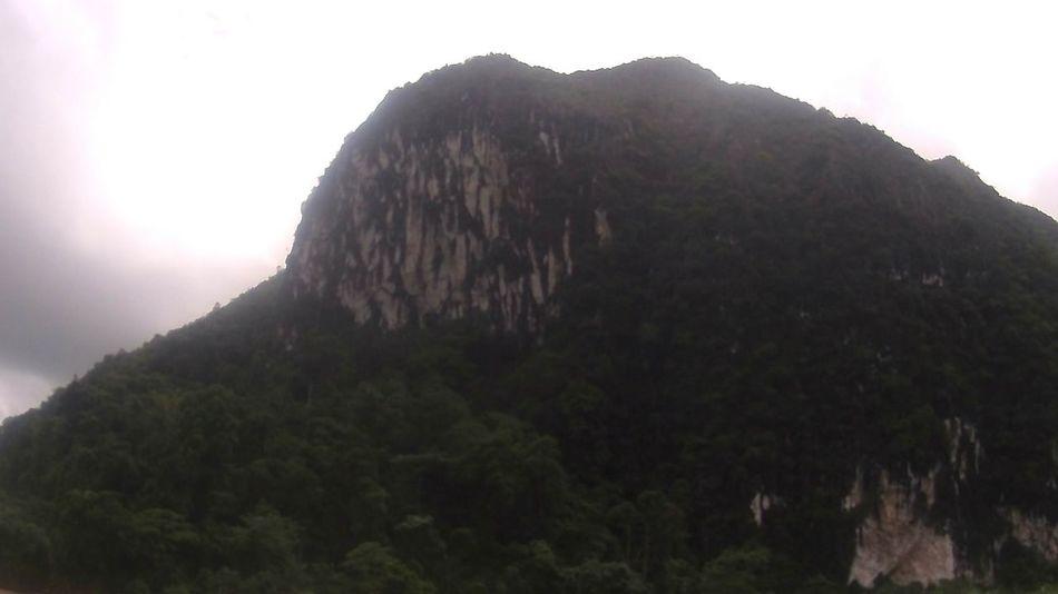 Also die Lokals sagen der berg wäre ein Elephant Laos Vang Vieng Kajak BackpackersMemories