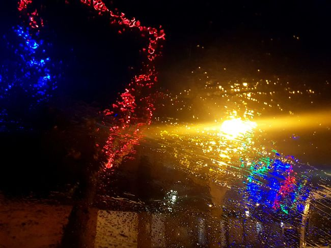 Lluvia Lluvia Gotas Gotas De Lluvia Gotas Luz Colores Bombillas Navidad Farola EyeEmNewHere Glowing Night Exploding Multi Colored Celebration Illuminated No People Arts Culture And Entertainment