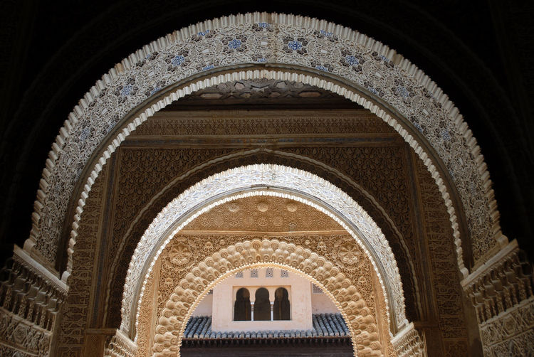 View through arches. Patio de Los Leones, Lion Court, The Alhambra, Granada, Spain Alhambra Alhambra Palace Granada Andalucía Arabesque Arch Arches Architecture Architecture And Art Built Structure Courtyard Of Lions Cultural Heritage Day Indoors  Lion Court No People Patio De Los Leones Stucco Symmetry The Alhambra The Architect - 2017 EyeEm Awards