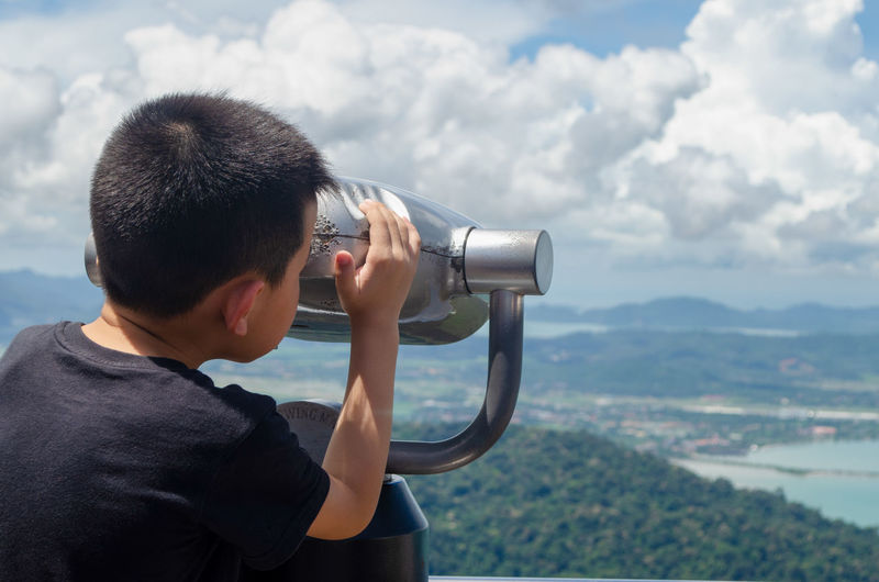 Binoculars technology Binoculars Technology Day Malaysia Outdoors Langkawi Island Summer Sunlight Water Men Coin-operated Binoculars Holding Sky Close-up Cloud - Sky Camera Lens - Optical Instrument Lens - Eye SLR Camera Digital Camera Astronomy Telescope Looking Through An Object Observation Point Surveillance Streaming Photographic Equipment Camera - Photographic Equipment Digital Single-lens Reflex Camera Optometrist