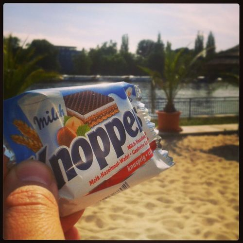 Nachmittags halb 4 in Deutschland. Have a break, have a knoppers (?) Htw