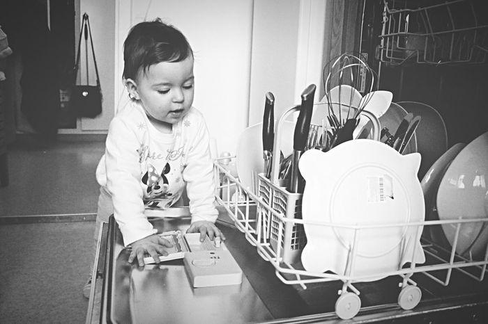 Blackandwhite Blackandwhite Photography Baby Babygirl Washing Machine Washing Up! Day Indoors  One Girl Amatuerphotography Assistant 11months Old Loveit Mydarlingbaby MyDarling  Eyem Zurich, Switzerland