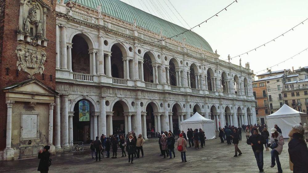 .....Vicenza,piazza dei Signori con la Basilica Palladiana. ......