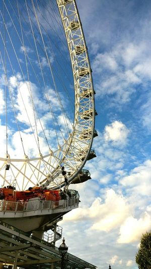 Cloud - Sky Ferris Wheel Arts Culture And Entertainment Amusement Park Ride Low Angle View Blue Sky And Clouds Autumn🍁🍁🍁 England🇬🇧 LONDON❤ London Eye🎡 City Travel Destinations Inglaterra Travelling United Kingdom Vacations Day Blue Tranquility Londres Noria, Feria Contrapicado