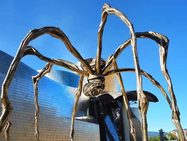 """""""Maman"""" by Louise Bourgeois in Bilbao Sightseeing Architecture Art Urban Geometry Maman Louise Bourgeois Bilbao Guggenheim Guggenheim Bilbao"""