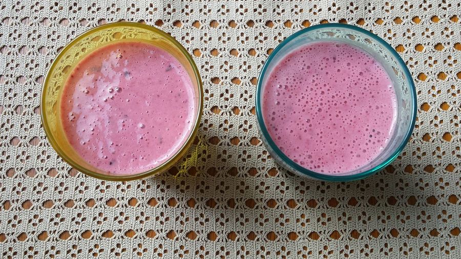 Just because it's getting cold doesn't mean smoothies are out of season! Yummy Smoothie Smoothies Glasses Table Drink Drinks Healthy Organic Fruit Fruit Smoothie Lunch Breakfast Vitimins Berries Yogurt Strawberry Strawberries Simplicity Pink Pastel Showcase: December Vintage Colourful Foodporn