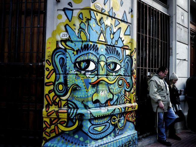 Buenos Aires, Arg. 2015. ©Gustavo Mondragon ©La Calle Foto. Lacallefoto Latinstreetcollective Latinstreetphoto Bsas Streetphotographers Streetphoto_bw Streetphotography Streettravel Mercadosantelmo Streetart