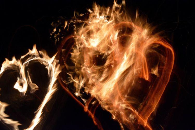 Heart Flames Fire Heart Love Passion Long Exposure Exposure Tricks Fun Artificial Camera Trick Dark Nighttime Nighttime Lights Bonfire Campfire Cozy Friends Sam Kratzer