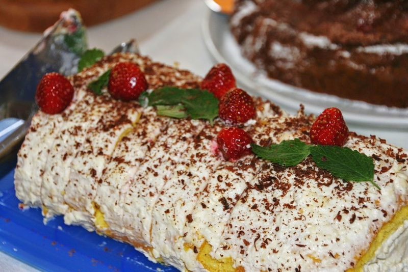 Bisquit Bisquit Cake Cake Kuchen Kuchenliebe Cakes Birthday Cake Fresh Fruit Fresness Homemade Cake Homemade Sweet Food Sweet Calories No Diet Strawberry Dessert Cake Food Food And Drink Fruit Sweet Food Homemade Freshness No People Close-up Sweet Pie Ready-to-eat Food Stories