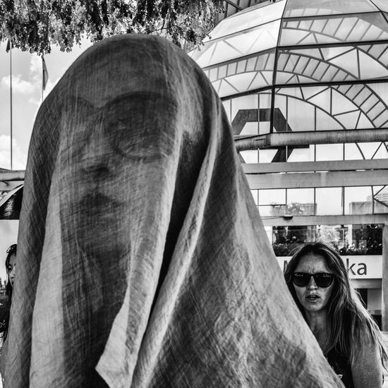 Incognito Sunglasses Headshot Uban Life People Photography Life On The Streets Streetphotography Blackandwhite Photography Blackandwhitephoto Monochrome
