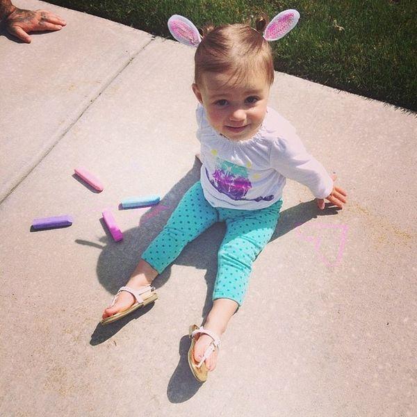 Olivia is playing with her Easter chalk!!!!! Easter Bunny  Easterbunny Eggs tmnt teenagemutantninjaturtles greek beautiful kid daddy mama olivia liv love fun