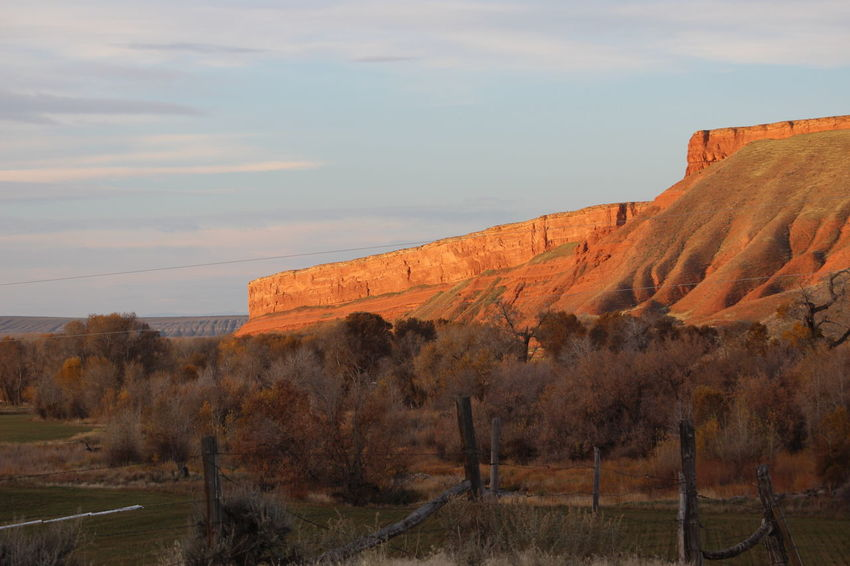 Wyoming Turning Colors Landscape Rock Formation Cliff Distant Background Wyoming Landscape Butte Red Rocks