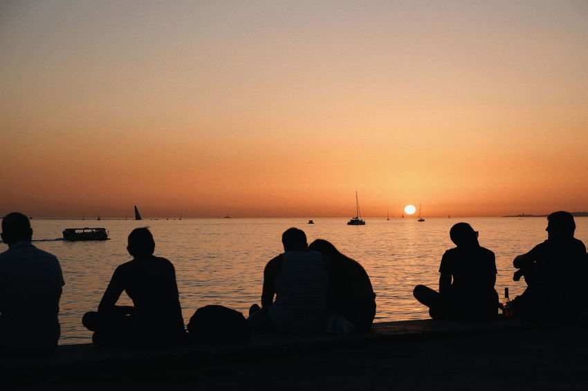 Lissabon Belém Tejo Tejo River Portugal Sonnenuntergang Sunlight Silhouette Sunset Sea Beach Sun Sky Horizon Over Water Water Outdoors People