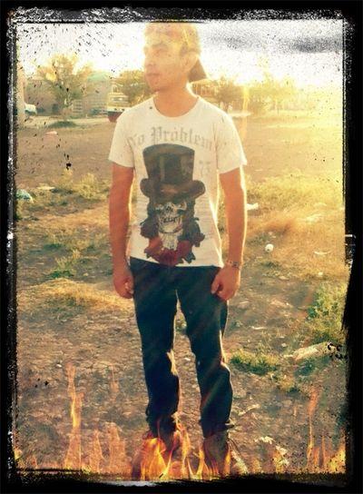 Hola este caballero soy yo , no muy guapo pero les dejo mi fotografia :) soy Méxicano