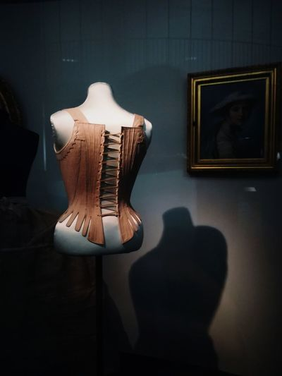 Moda Fashion Fashion Photography Oldfashioned Valued Dress 1800s Paint Frame Shadow Victoriaandalbertmuseum  Shadow Wood - Material Close-up Art Museum Vintage Museum Aged