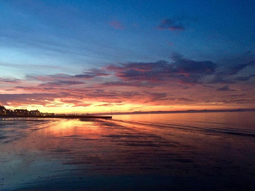 My Favorite Photo Eye Em Scotland Sunrise_sunsets_aroundworld Portobello Beach, Edinburgh Sunset #sun #clouds #skylovers #sky #nature #beautifulinnature #naturalbeauty #photography #landscape EyeEm Best Shots Beachphotography EyeEm The Best Shots Beach Photography