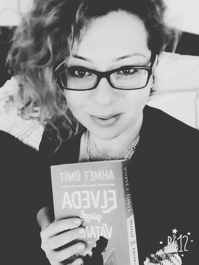 Goodmorninnngggg..... Justwakeup Reading Time Ahmetümit Selfie ✌ Blackandwhite Eyeemblack&white Enjoying Life Happytimes Kitapkurdu Kitapkokusu