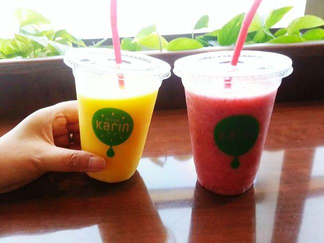 フルーツジュースで乾杯! Drink Smoothie Drinking Food And Drink Refreshment Freshness Fruits Fruitshake Fruits Juice Juice