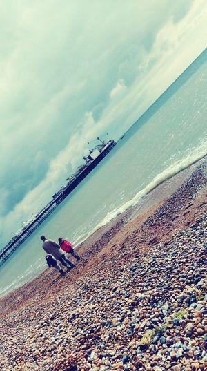 Sea Relaxing Taking Photos Relaxing Cute Family Brighton Pier