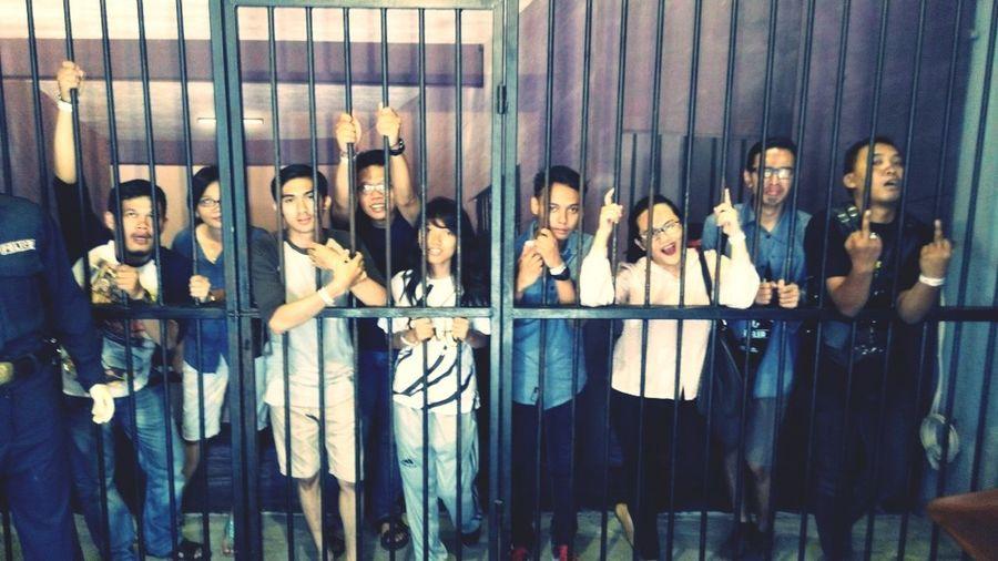 kami adalah penjahat yang minta dihukum... hahahha