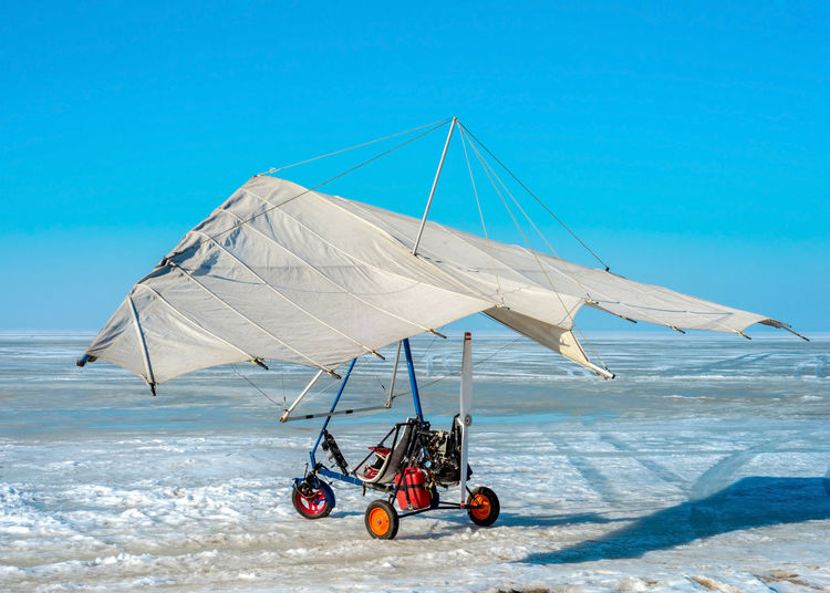 White sport hang glider on an ice field