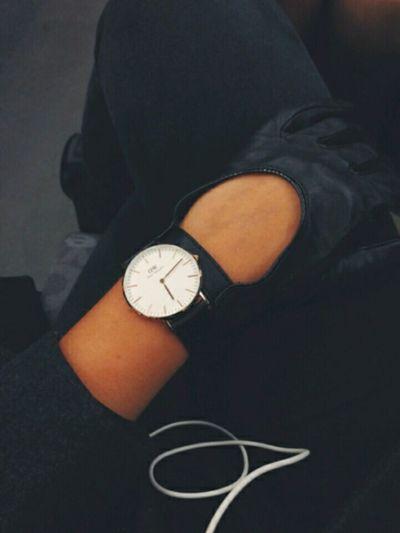 Saat Cool Siyah Tarz Müzik 👍✌💞🎵🎶🎼🎤🎵🎶