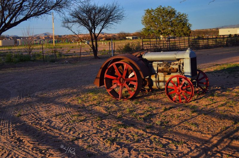 March 2016 | Random shots in Arizona | Camera: NIKON D 5100 | Photo: Michael F. Pichette History Outdoors Tractor Vintage Arizona