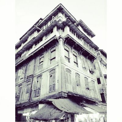 Bhendi Bazaar series - one of the many buildings which will be demolished as part of the redevelopment plan for the area ExploringBombay ExploringBhendiBazaar