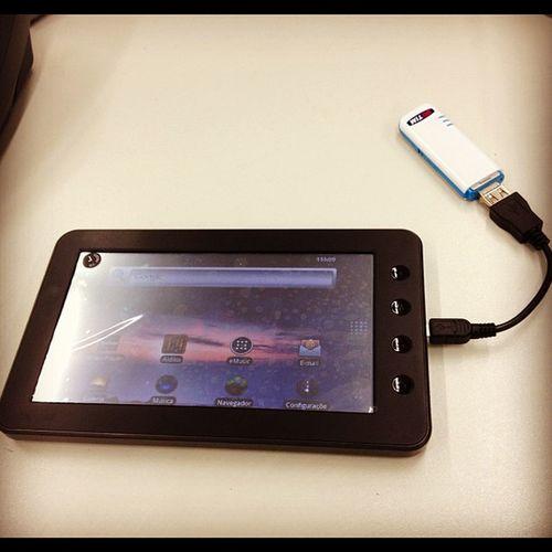 Meu colega meu pediu para ajudá-lo a usar seu novo tablet Coby. Sinistro