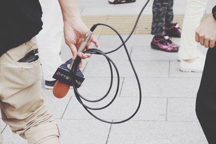 Interviews tv program/なんとかも夜ふかしとかいう番組の街頭インタビュー Interview Microphone Street Hanging Out Enjoying Life Olympus Om-d E-m10 in Asakusa Tokyo Japan