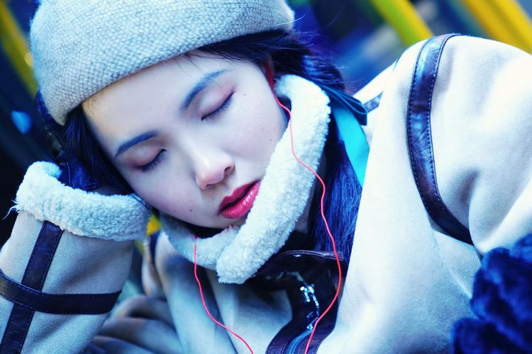 sleep Sleeping Sleep Night Nightphotography Onthebus Potrait Young Women Warm Clothing Human Hand Women Winter Cold Temperature Beautiful Woman Headshot Beauty Close-up Glove Winter Coat
