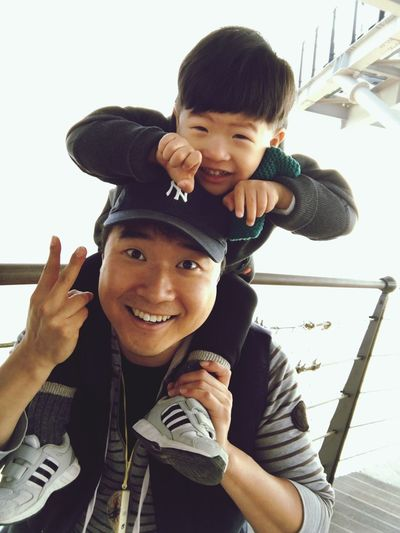 Smile^^ Korean Traditional Architecture 만천하스카이워크 단양 Looking At Camera Smiling Father Cheerful Togetherness Child Family With One Child Son Happiness Real People Human Body Part