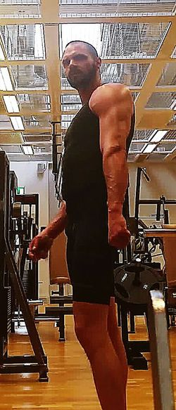 66 % of the whole upper arm consist of triceps. Therefore I put at least 2 workouts each week dedicated for those. Triceps Guns Arms Bodyinprogress Fitnessforlife Fitness Fitnessmotivation Becomethebestversionofyou Bodybuilding Buildingmuscles