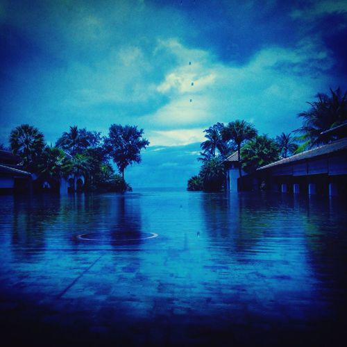 precious moment, who cares it's raining... Beautiful Surroundings Quality Time Pool Awesome_shots