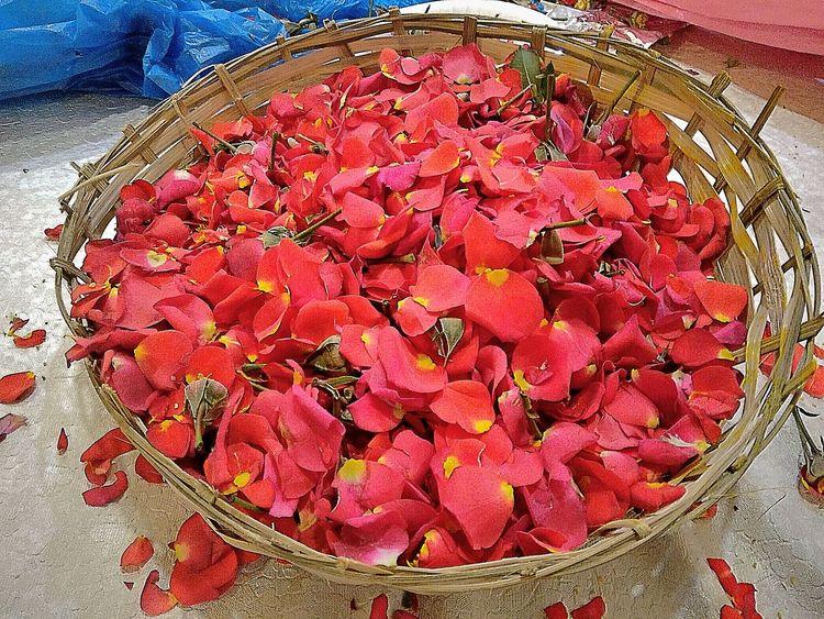 Pattern Pieces Rose🌹 Redrose  Pettals Rose♥ Open Edit EyeEm Gallery Basket Of Flowers 🌷 Basket Basket Of Petals Red Petals Basket Full