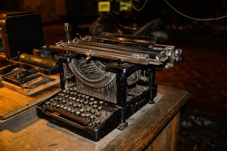 2ww Antique Close-up Industry No People Old-fashioned Typewriter