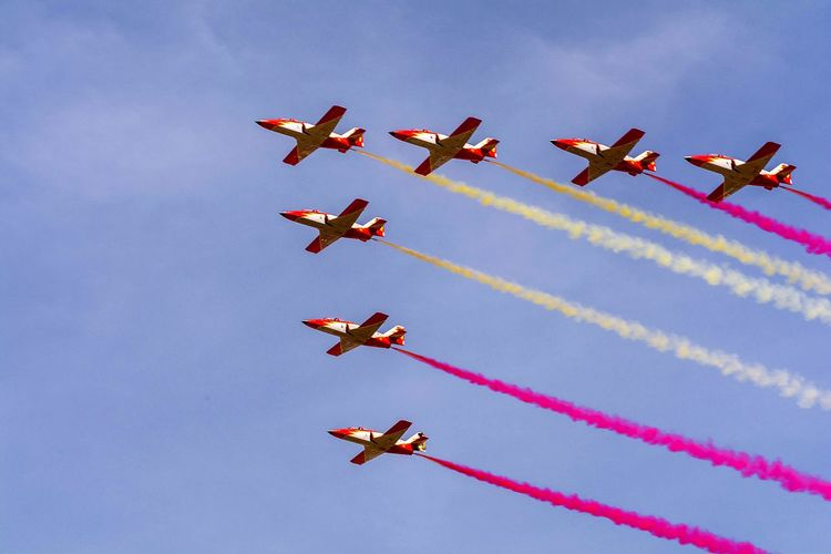 Airshow Teamwork Flying Airplane Vapor Trail Smoke - Physical Structure Aerobatics Formation Flying Cooperation Stunt Sky Transportation Air Vehicle Motion Air Force Skill  Day Military Airplane Sports Activity Arts Culture And Entertainment