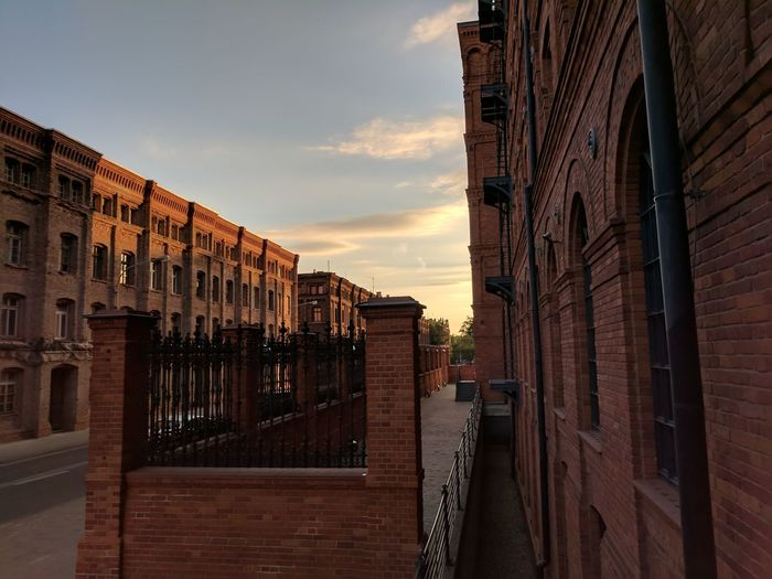 Last weekend I attended a wedding that took place in a former Manufacture turned into a 🏨. Very nice place! //Architecture Sunset Sky Built Structure Building Exterior No People City Outdoors Day Red Brick Google Pixel F/2.0 1/1332 Sec via Fotofall