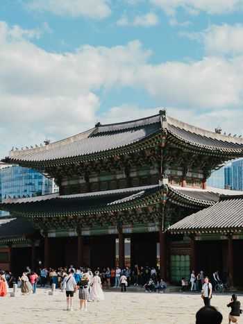 서울 - Seoul EyeEm Gallery EyeEmNewHere EyeEm Nature Lover Seoul Korea EyeEm Best Shots Vscocam VSCO Olympus Photography Travel Large Group Of People Built Structure Real People Architecture Cloud - Sky Sky Building Exterior Travel Destinations