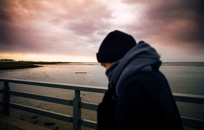 21mm Beach Beauty In Nature Boys Childhood Day Horizon Over Water Leica Leisure Activity Lifestyles Nature One Boy Only One Person Outdoors People Real People Sea Sky Standing Sunset Vscocam Warm Clothing Water