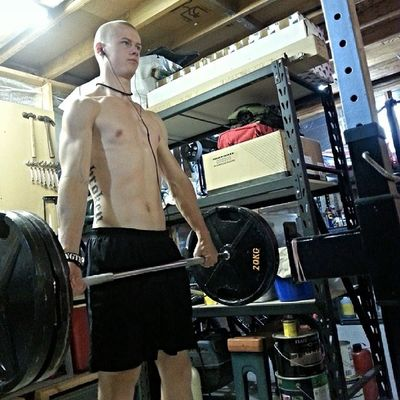 Hitting some deadlifts before a hike a bit later. What's the point of being fit, if you aren't going to apply it? Crossfit Fitness Strength Strongman Unbroken Deadlift Hike Crossfitaustralia Weightlifting