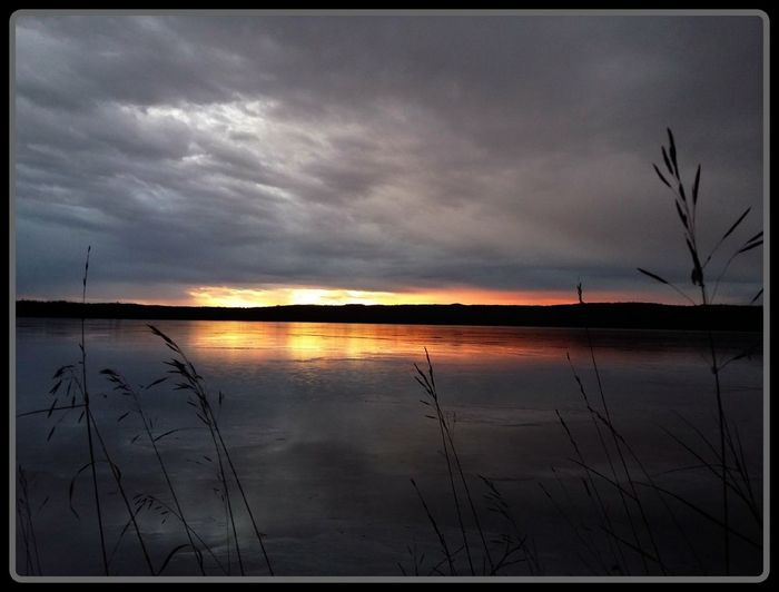 Happy Friday Friends 😊 Sunrise Roy Lake Mn Reflection Sunset Lake Water Cloud - Sky Landscape Cloudscape Dramatic Sky Beauty In Nature Tranquil Scene Nature Scenics Tranquility Sky Standing Water Rural Scene Agriculture Horizon Over Water Sun Outdoor Pursuit