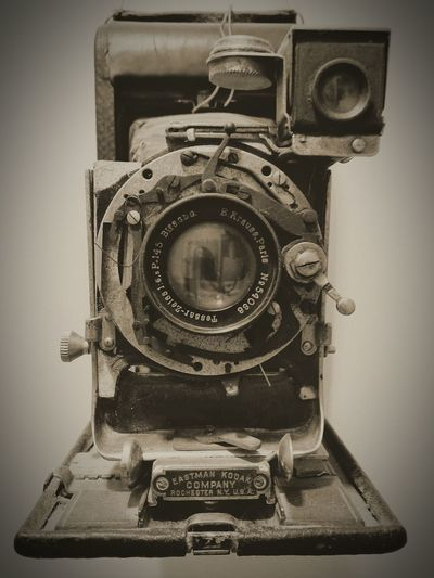 Old kodak 2 Retro RetroCamera Vintage Photo EyeEmNewHere Photography EyeEm Best Shots EyeEm Market © Photo Vintage Old Style Retro Styled Technology Old-fashioned Single Object Close-up Antique Indoors  Camera - Photographic Equipment Day Arts Culture And Entertainment Photography Themes No People Electronics Industry Movie Camera