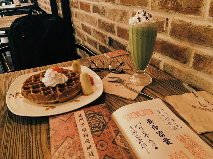 Relaxing Enjoying Life Hanging Out Afternoon Cafe Waffle Sweet Travel Traveling Trip