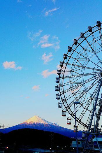 こんばんは。日にちが変わってしまいましたが、夕方見た富士山を載せておきます。夕焼け色の富士山、素敵でした。 富士山 Mt.Fuji Sunset 夕焼け フジスカイビュー 富士川SA Hello World
