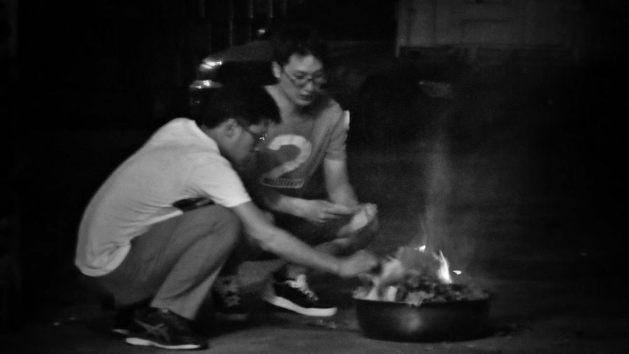2017/9/22 家族群像~阿公喪禮紀錄 於社頭 Funeral Brun Gost Money Family Family❤ Family Time Taiwan Bw Bw_lover BW_photography B&w Photo B&w Bw Photography B&w Photography Bwphotography Burning EyeEmNewHere