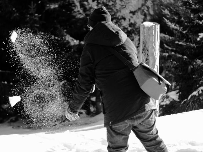 Throw the snow Adult Adults Only Blackandwhite Boy Boyfriend Camera Day EyeEm Family Germany Instagram Leisure Activity Lifestyles Mehliskopf One Person Outdoors People Photographer Photography Real People Samsungphotography Snow Throw Warm Clothing Winter Shades Of Winter