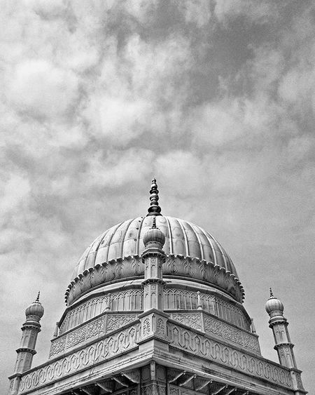 • P L A C I D I T Y • • • • • • • • • • • • • Phoneonly Photography Mobilephotography PhonePhotography VSCO Polarr Snapseed Monochrome Xiomimi3 Clickanation Mosoleum Tomb Architechture Islamicarchitecture Marble Carving Handcarved Monument Peace Travel Wanderlust Bohra Muslim Sky Clouds mimarets rajasthan